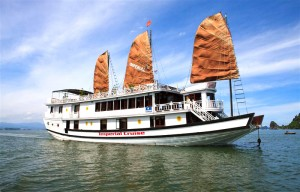 Ha Long Bay on Imperial Junk Boat 2 days – 1 night