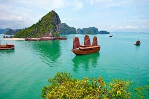 Ha Long Bay Reached the Top 8 Green Spaces / Leading National Parks in Asian Area