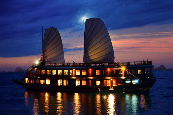 Another-halong-by-night (4)