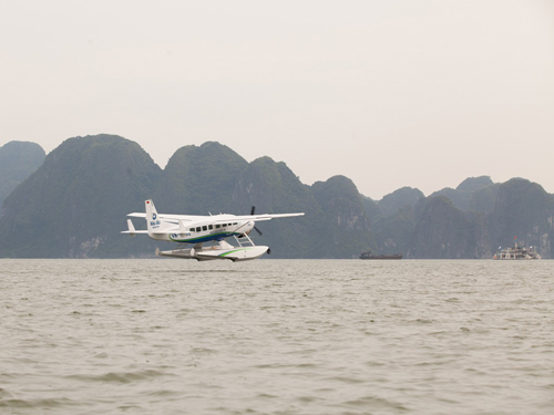 Ha-Long-Travel-By-Seaplane1
