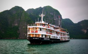 "Discovering Ha Long Bay with ""Floating Hotel"""