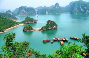 Halong Bay Travel to Experience The World Beautiful Coastline
