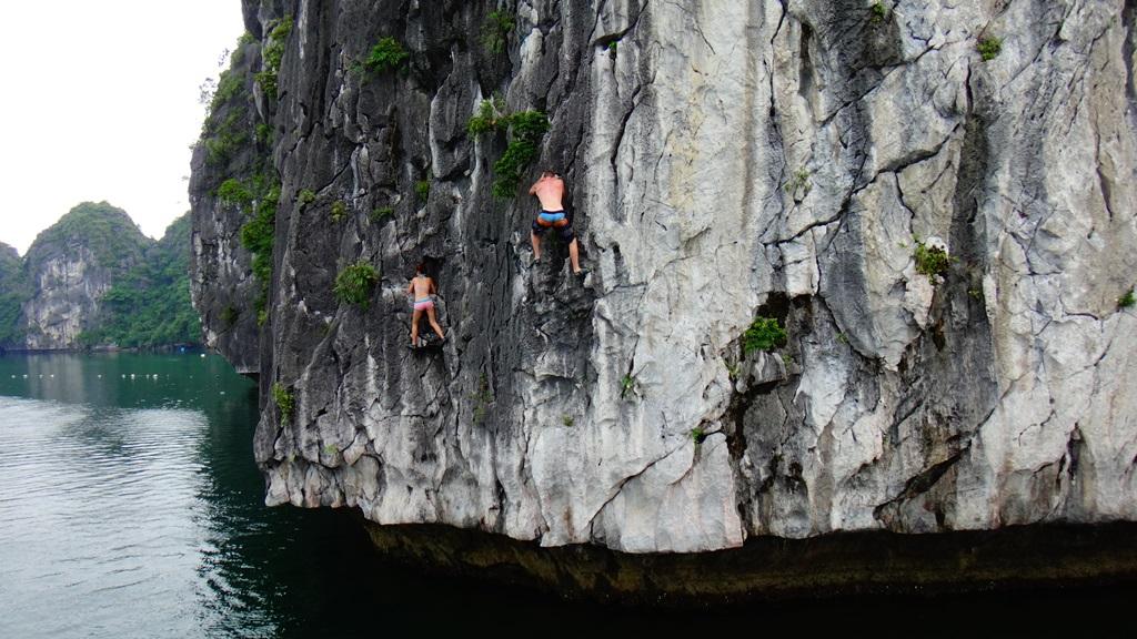 Halong-Bay-rock-climbing