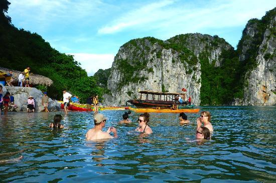 Swimming-in-Halong-bay