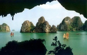 Ba Ham Lake – Halong Bay Attractions