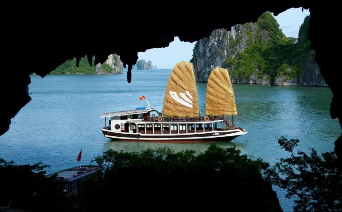Ha-Long-Bay- Worldbays (5)