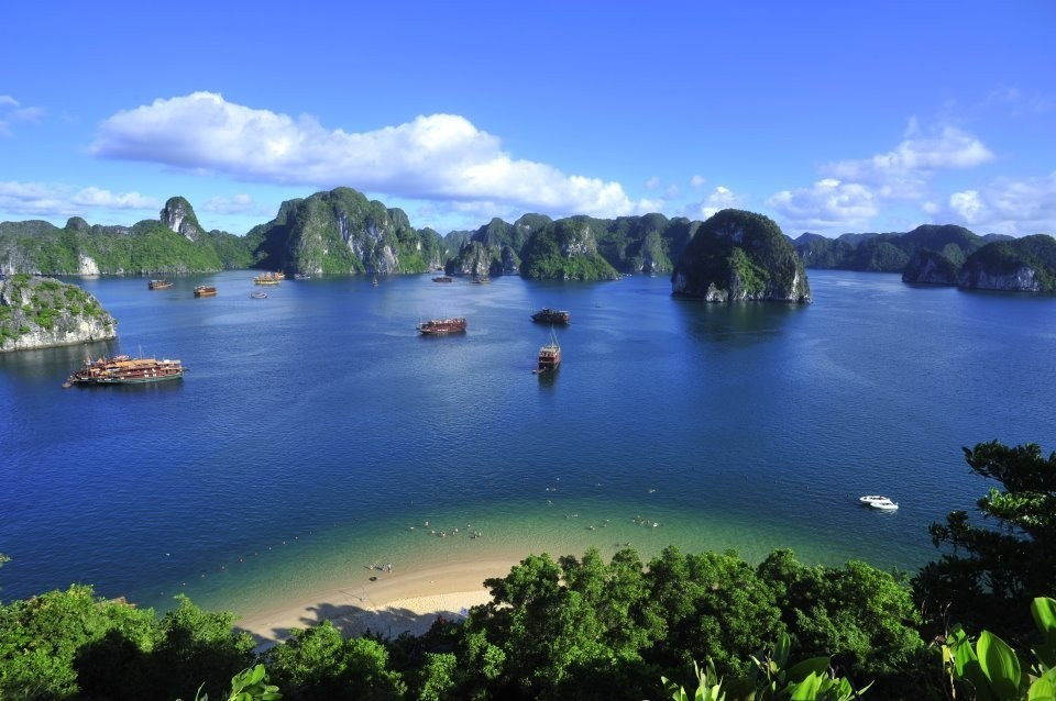 Ha-Long-Bay- Worldbays (6)
