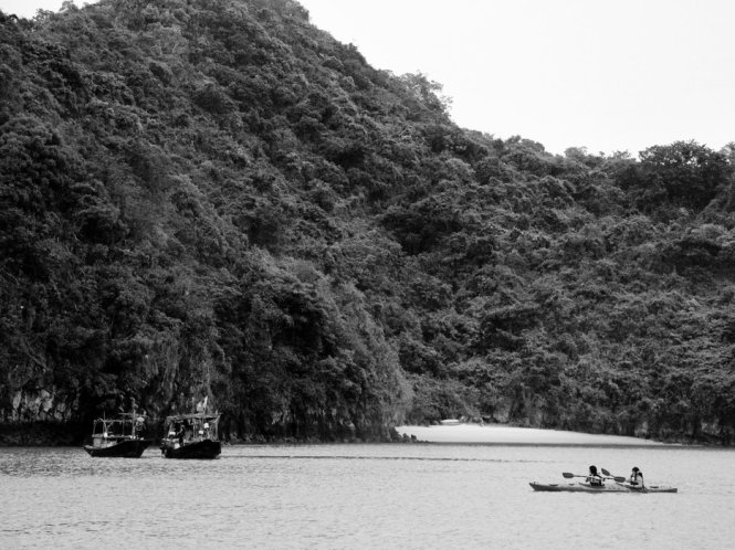 Ha-Long-Bay-in-Black-And-White