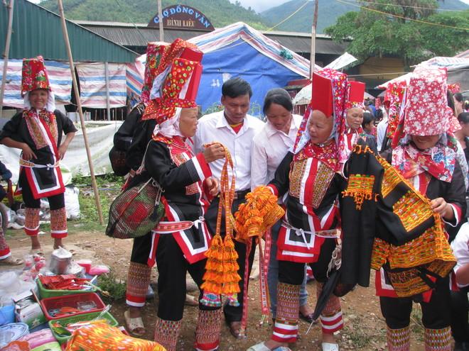 dong-van-love-market (5)