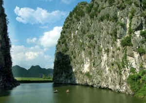 Van Long – Ha Long Bay Without Wave of Ninh Binh