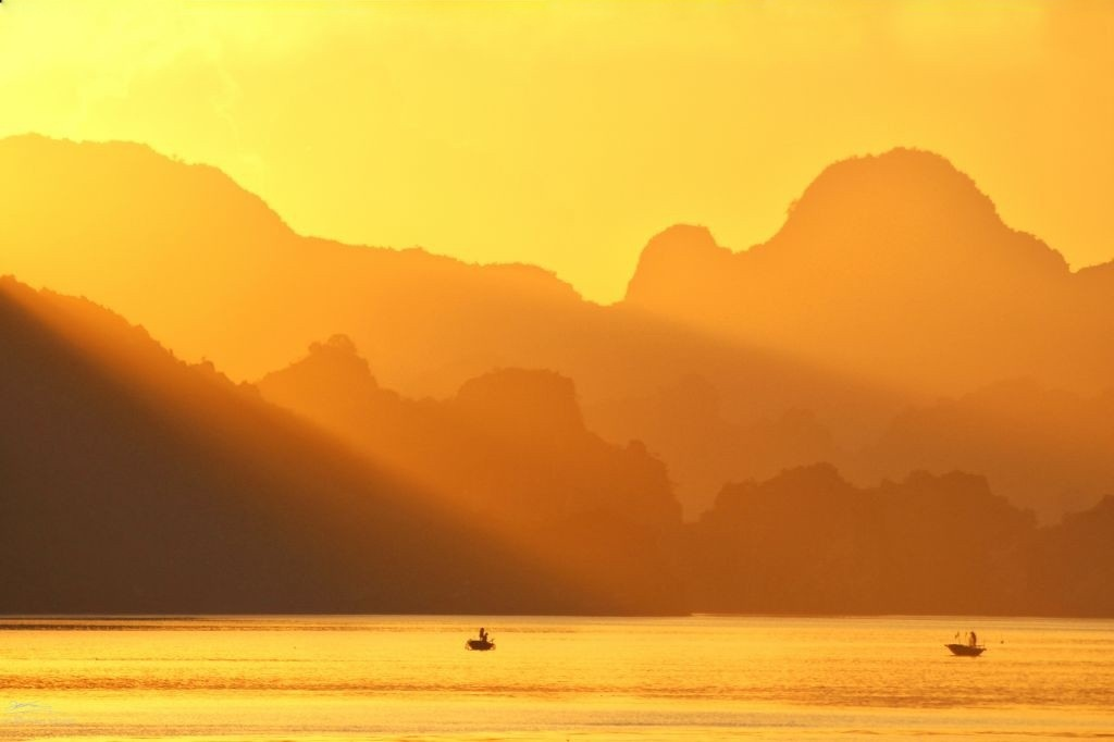 Impressive Dawn In Ha Long Bay and Other Parts of Vietnam (13)