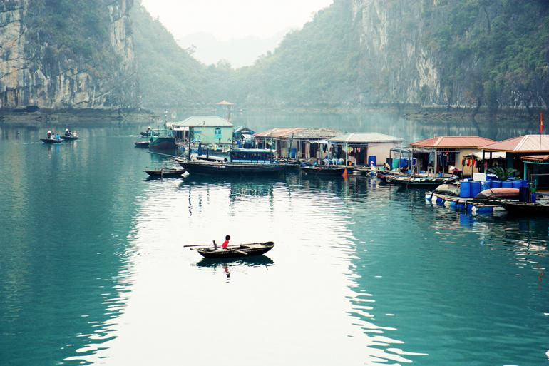 The-simple-life-in-Halong-Bay-floating-villages