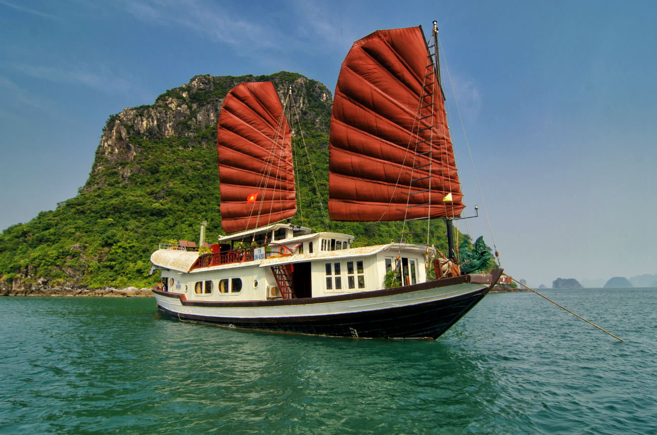 Cruise-Trips-in-Halong-Bay2-1