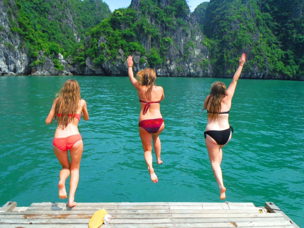 swimming-in-halong