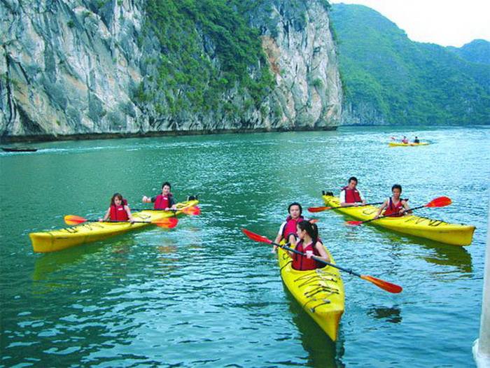 1301979628kayak ha long