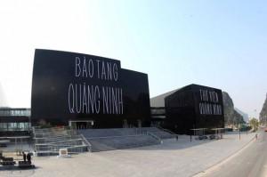 Explore Ha Long bay