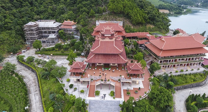 A panorama of Cai Bau Pagoda from above