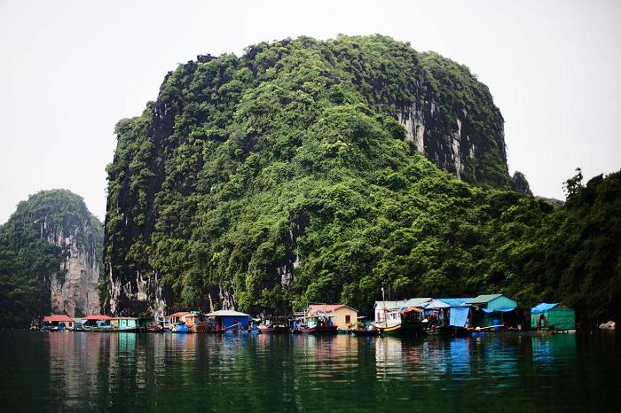 Spectacular mountains at Cong Dam village