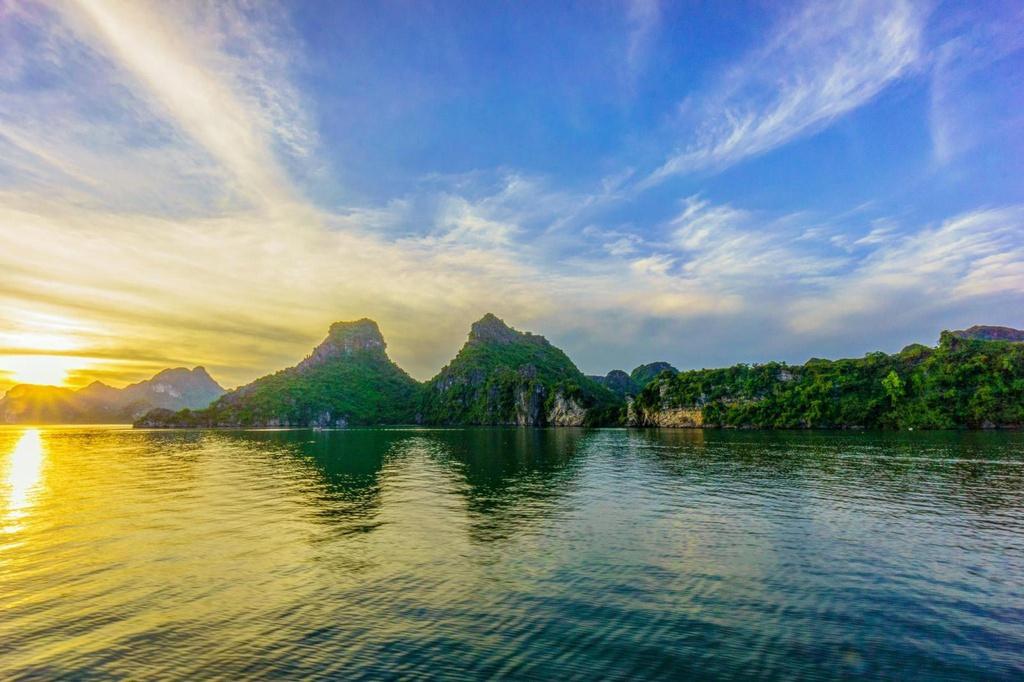 Energetic sunrise on Halong Bay