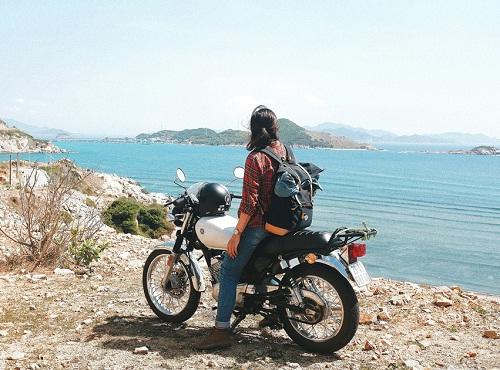 Drive motor bike on island