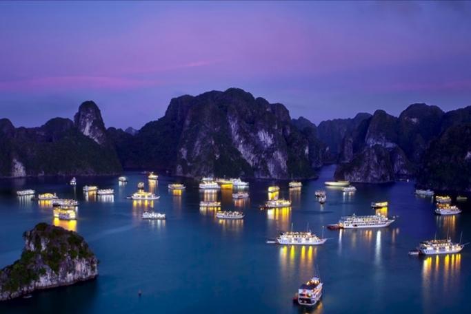 Mythical night on cruiship in Halong Bay
