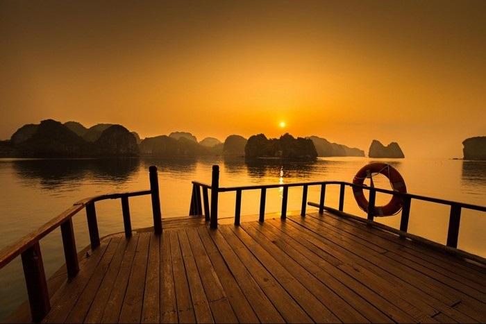 Spectacular sunset on Lan Ha bay