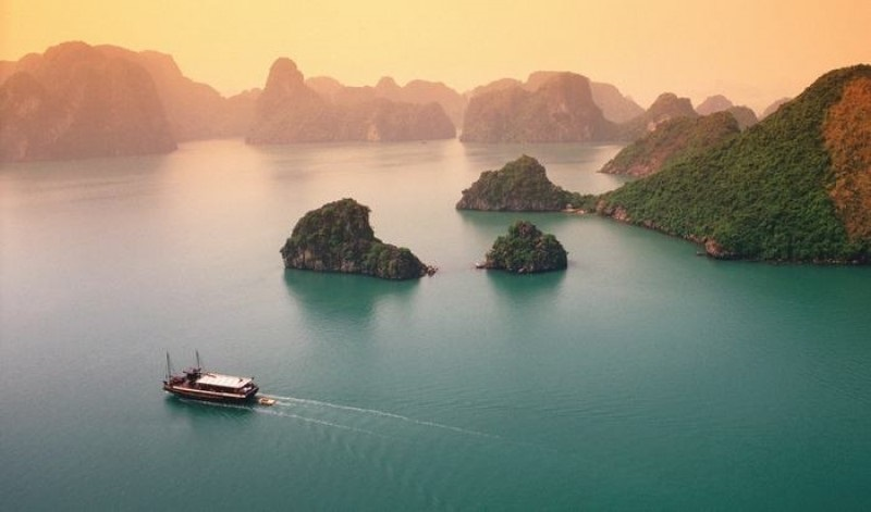 The amazing Bai Tu Long bay