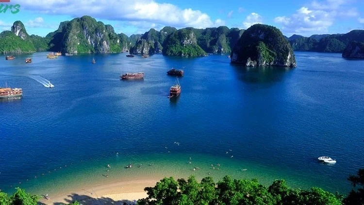 The spectacular natural scenes of Halong bay, Vietnam