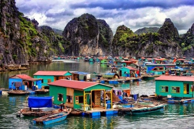Most popular activities when it comes to sustainable tourism is a visit to the floating villages.