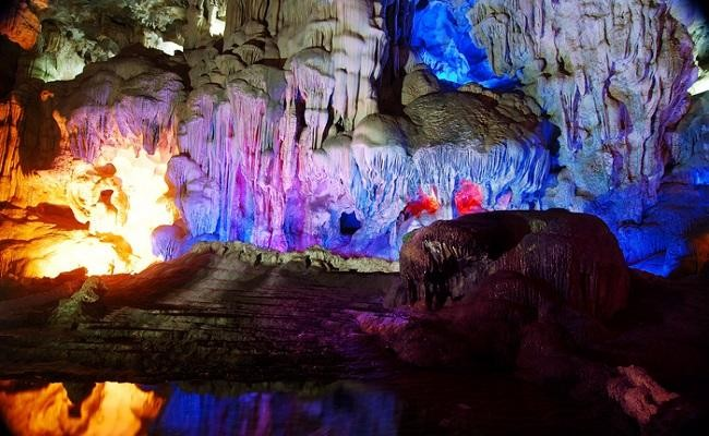 Inside Thien Cung cave